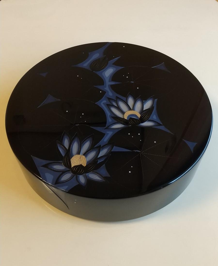 彫漆箱「睡蓮」